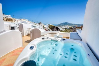 santorini-cave-apartment-hot-tub-10