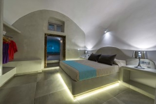 santorini-private-pool-suite-04