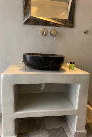 double-room-nefeli-homes-bathroom-amenities