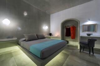 santorini-cave-apartment-hot-tub-04