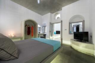 santorini-cave-apartment-hot-tub-05