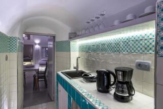 santorini-cave-apartment-hot-tub-07