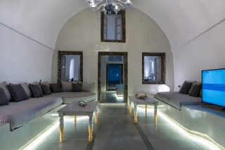 santorini-private-pool-suite-02