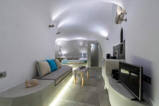 santorini-senior-cave-suite-01